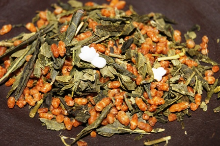 A mixture of bancha green tea and toasted rice with matcha powder