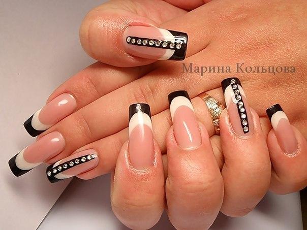 Дизайн нарощенных ногтей черно белый