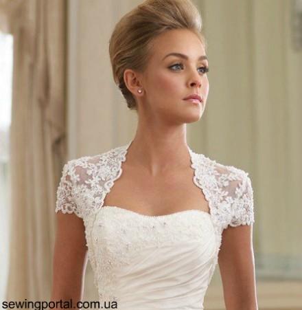 Как ни крути, а болеро стало неотъемлемой частью женского гардероба. Платье с открытой спиной или плечами? Майка? Свадебное платье