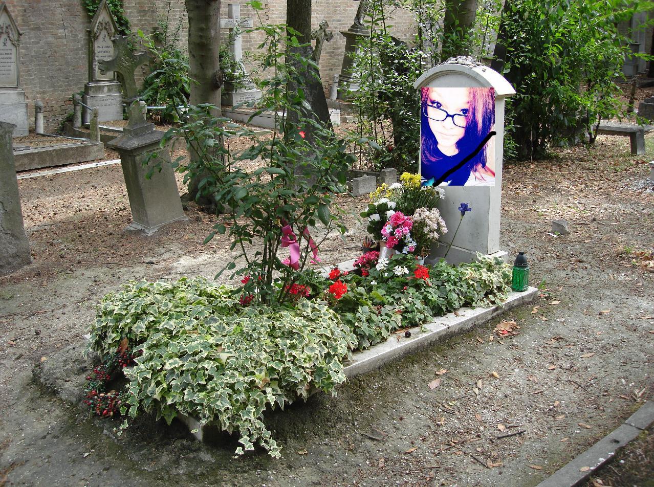 Секс на кладбище с вдовушками 18 фотография