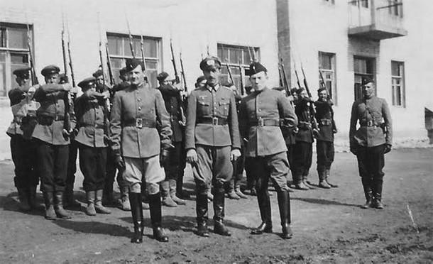 РННА -  враг в советской форме.
