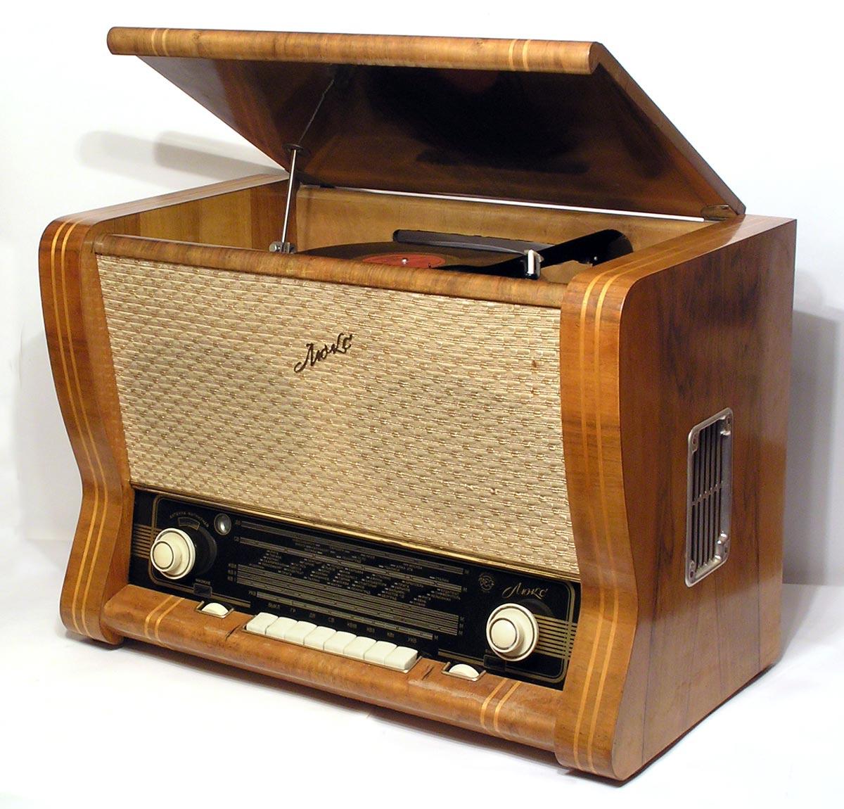 Вспомним забытые сегодня любимые мелодии...