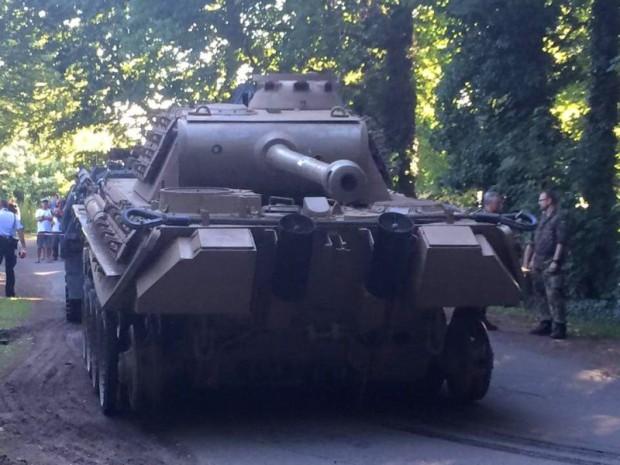 """Немецкая полиция изъяла у местного жителя танк  """"Пантера """" ."""