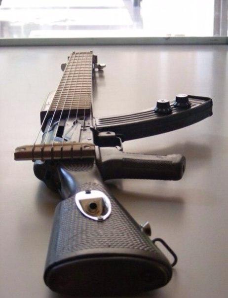 музычко-любимая-гитара.jpg