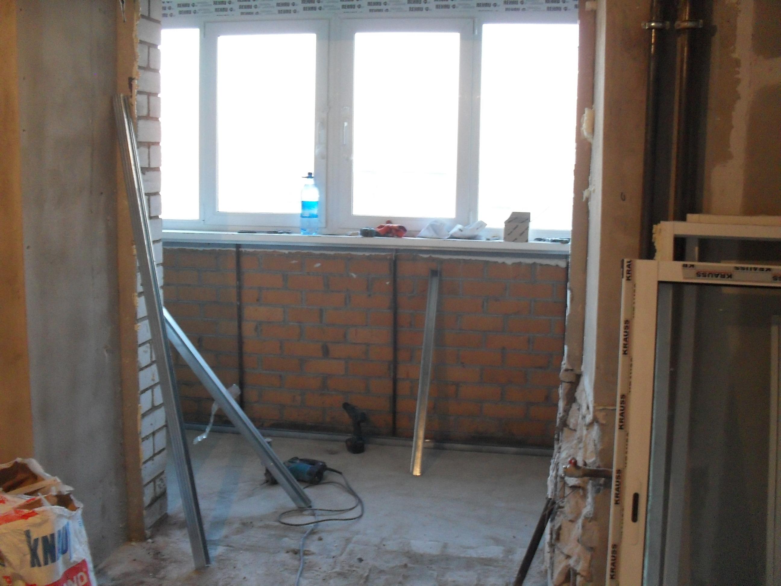 Удален балконный блок, расширен балконный проем, демонтирова.