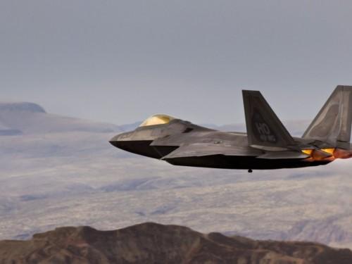 Mountains-aircraft-f22-raptor-aviation-480x640.jpg