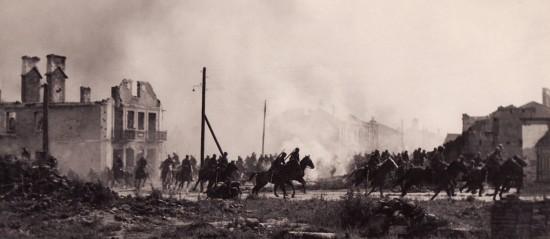 1280px-Polish_cavalry_in_Sochaczew(1939)a.jpg