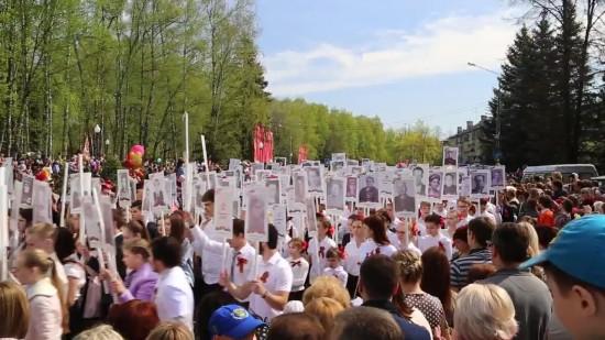 9 Мая 2015 Бессмертный полк и парад в Обнинске 13.jpg
