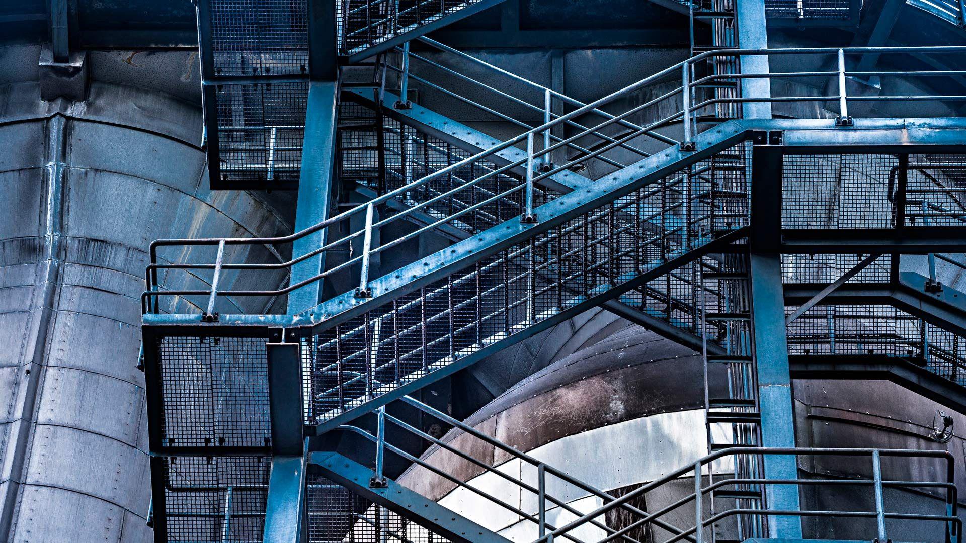 bmw лестница здание онлайн