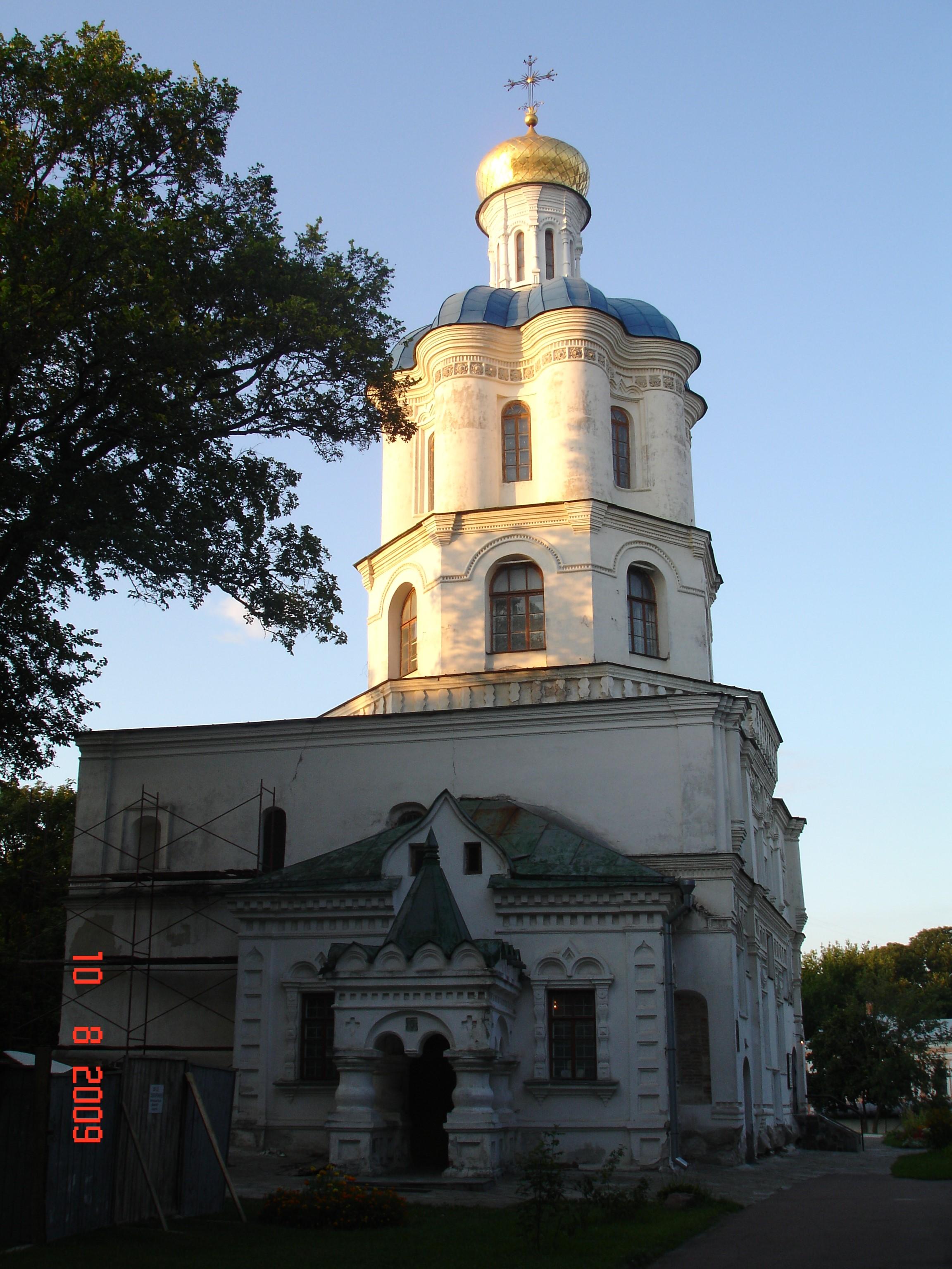 Чернігів. Трапезна церква з дзвіницею Борисоглібського монастиря, відома як будинок колегіуму (1700—1702). Фото — Тетяна Чернецька (2009).