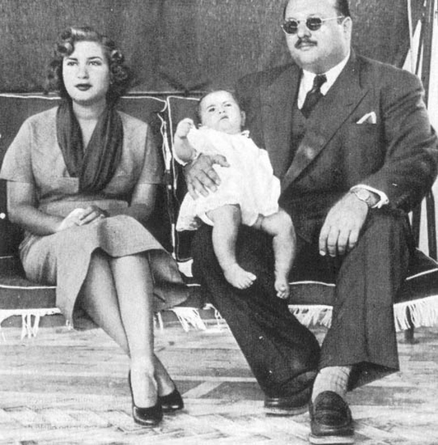 Farouk_I,_Narriman_&_Fuad_II_in_Capri.jpg