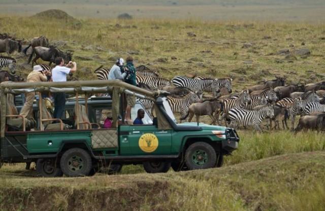 tourists-kenya_0.jpg